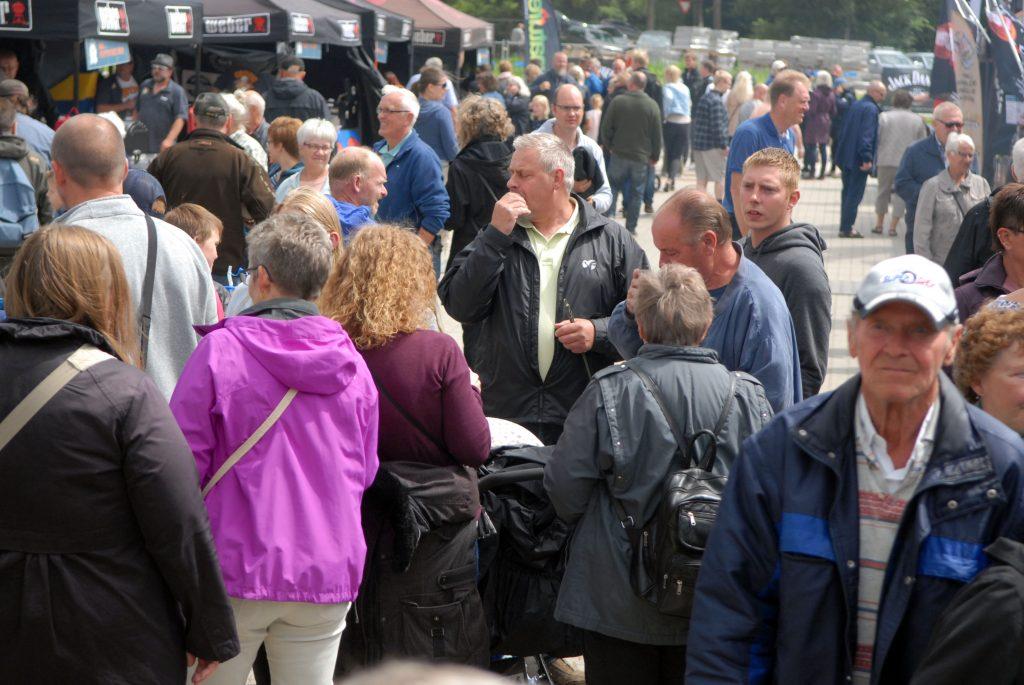 DM i Grill har mange tilskuere der elsker at stille nysgerrige spørgsmål og se al den lækre grillmad